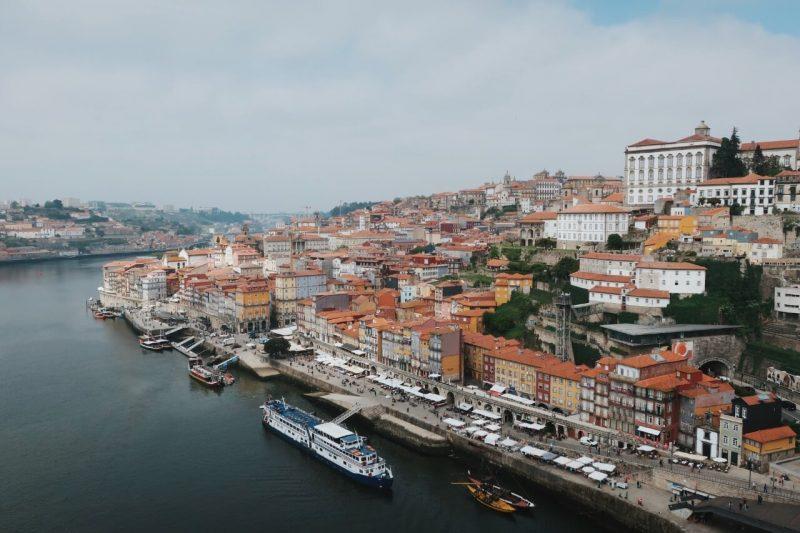La ribeira es un imprescindible que ver en Oporto