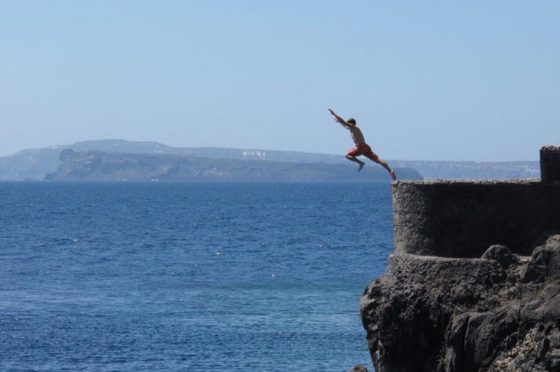 Salto en Ammoudi Bay
