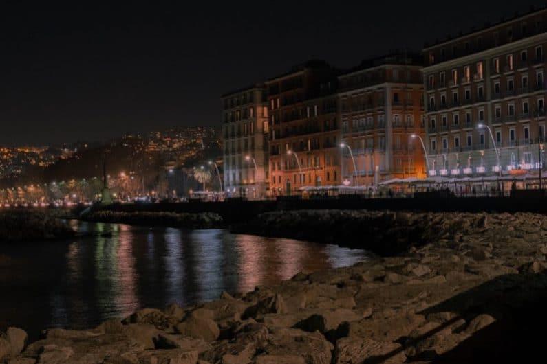 Vida nocturna en Nápoles