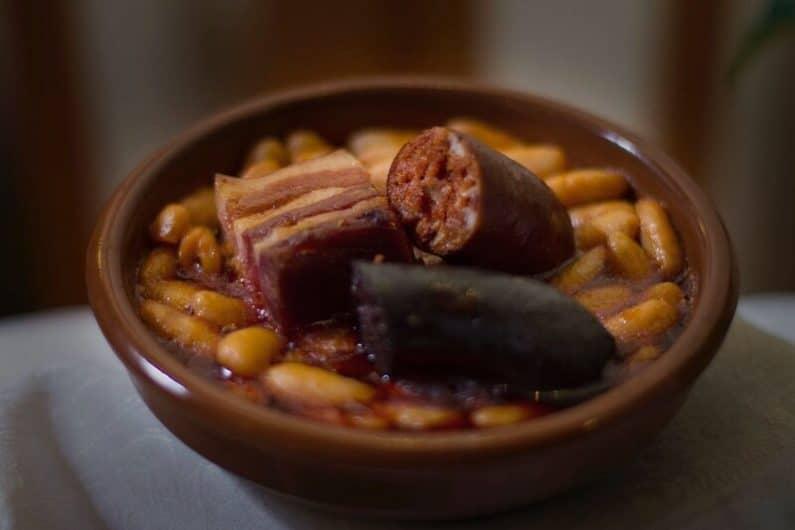Típica fabada asturiana