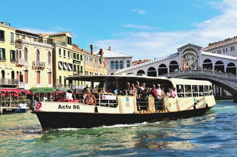 Vaporetto en Venecia